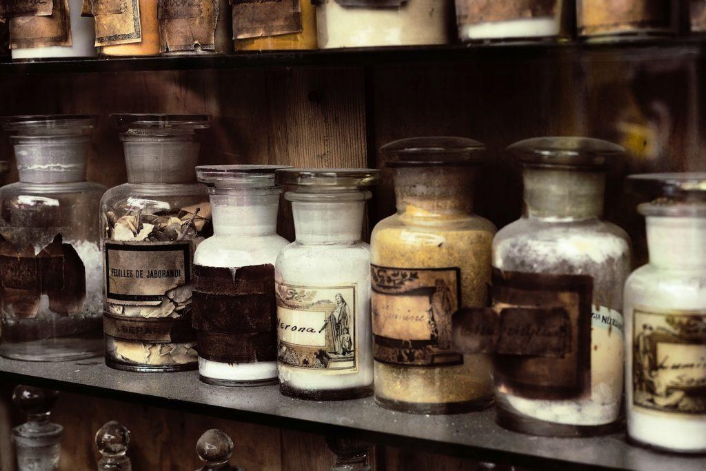 Storiche farmacie e antichi speziali